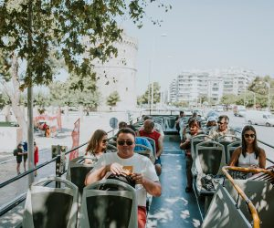 thessaloniki-sightseeing-bus-passengers