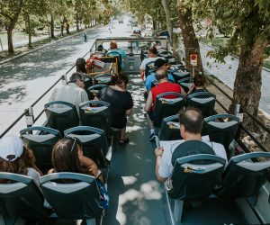 thessaloniki-sightseeing-bus-tour-passengers
